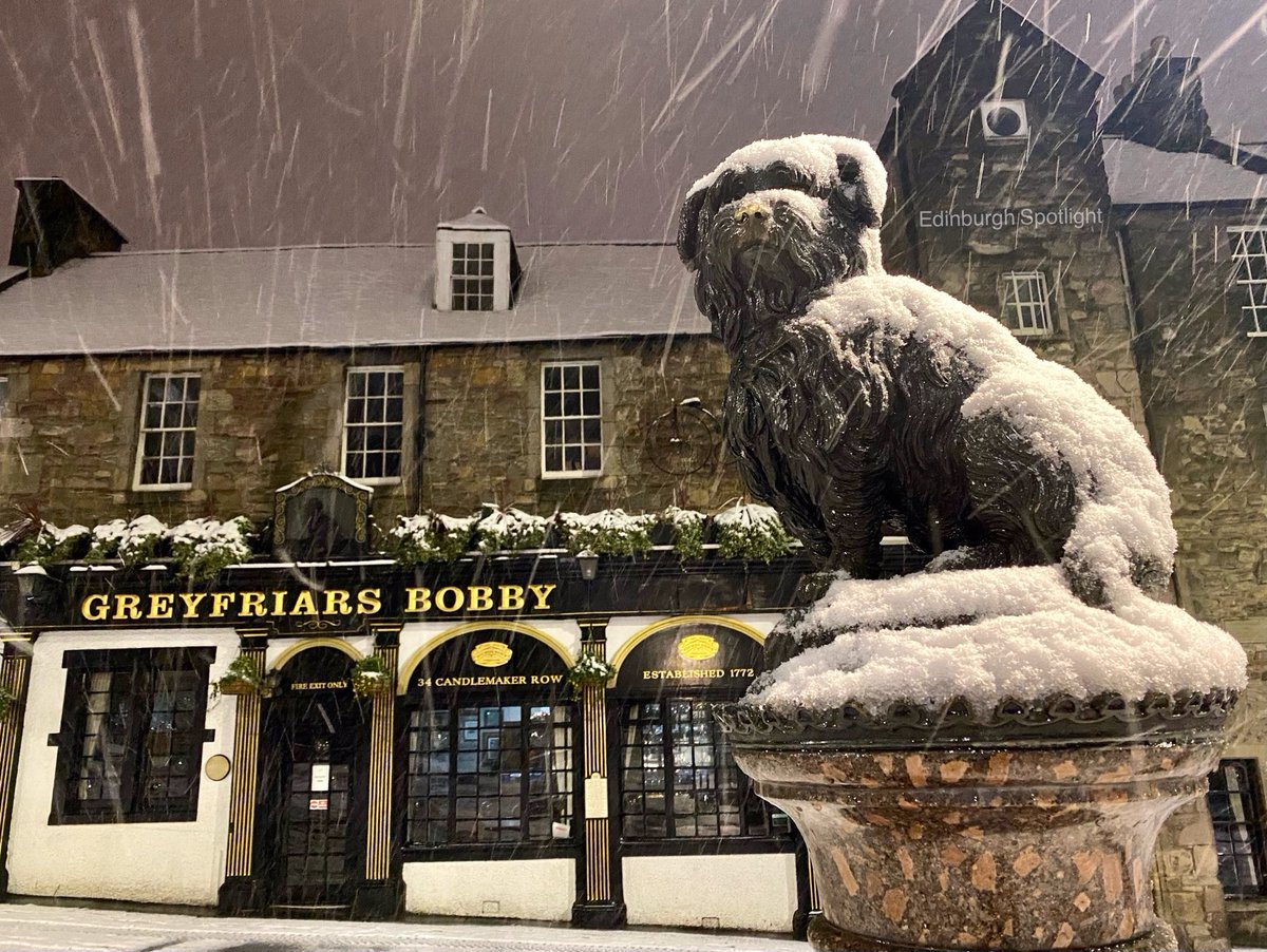 Snowy Bobby this morning  #Edinburgh #Edinburghsnow
