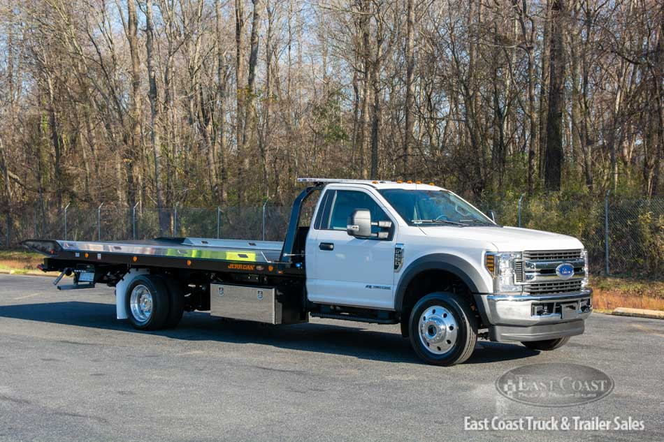 Stock#10906N - Get this new 2021 Ford F-650 Powerstroke V8 & Jerr-Dan 6T SRR-LPW. This rollback handles big jobs with ease.  Equipped with a 12K main deck, 3500lb. wheel lift, Federal Signal lightbar, 60