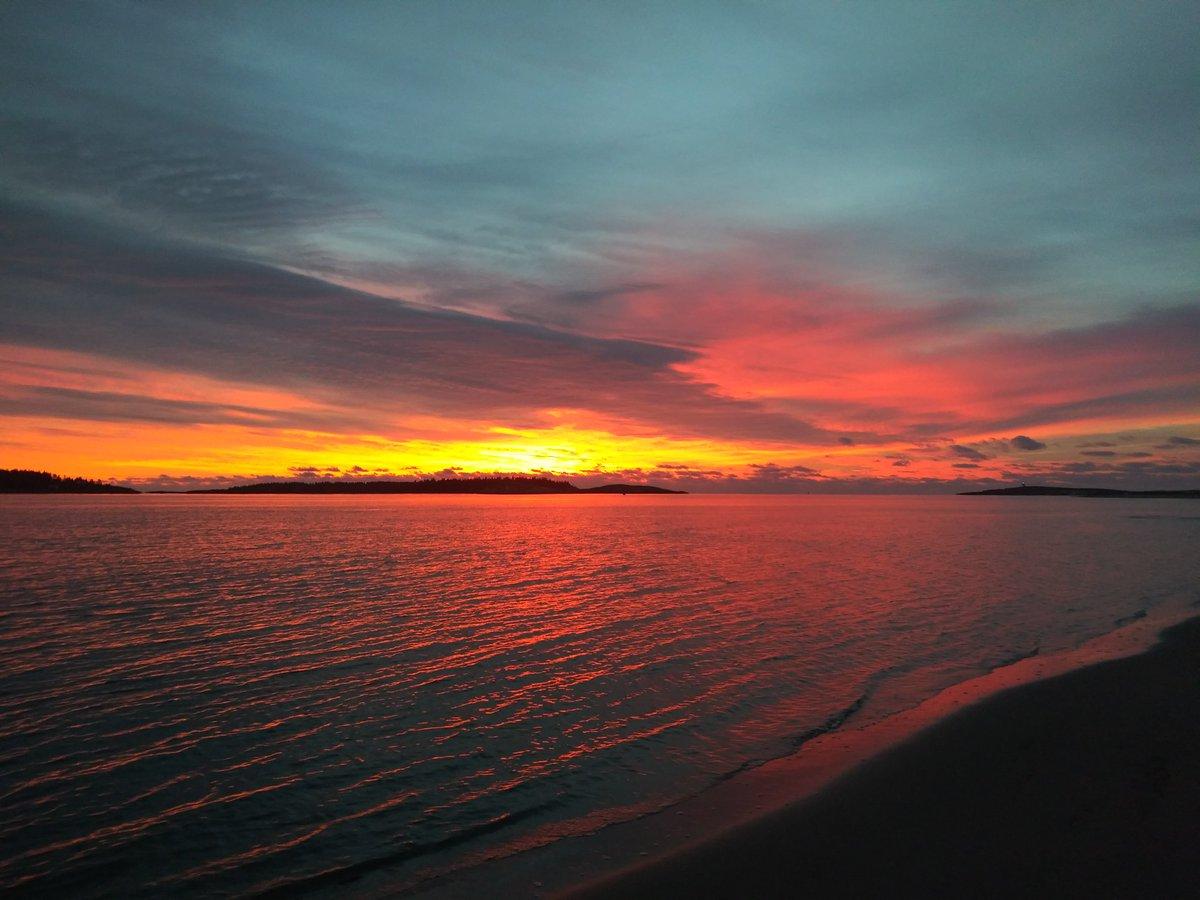 Beautiful sunrise this morning at Popham Beach. #MyMaine  #SunriseCelebration  #ItsANewDay