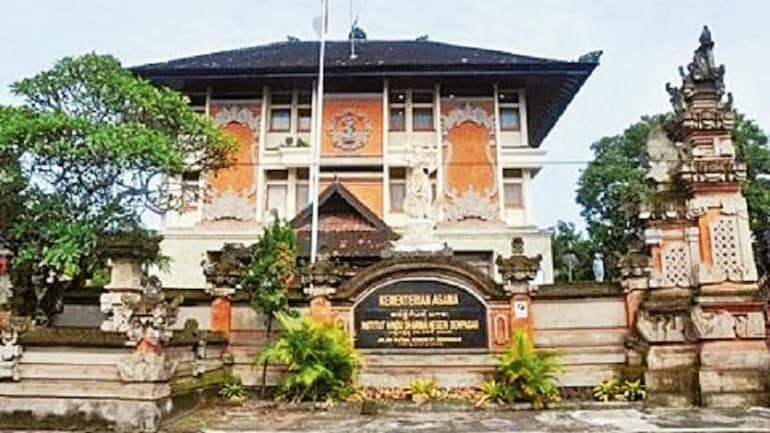 Last year Indonesia accorded university status to State Hindu Dharma Institute, #Bali, underlying pluralistic nature of Indonesian polity. This was in honour of religious leader Gusti Bagus Sugriwa, whose last name incidentally was based on Ramayana character, Sugreeva.