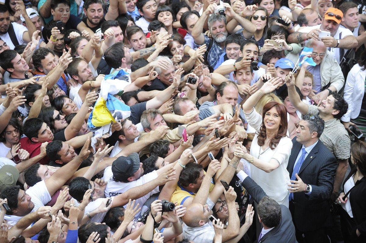 Replying to @JuanPer86: @NoraGolias @mauriciomacri Es verdad, no puede caminar