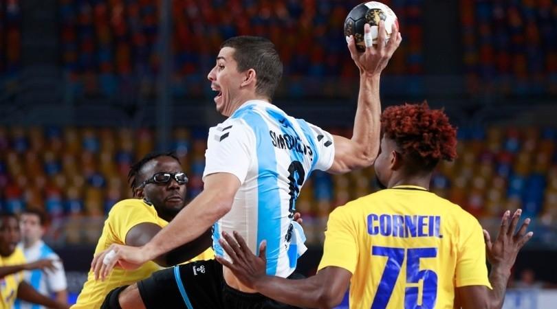 Mundial de handball: a Diego Simonet se le perforó un tímpano pero vuelve ante Japón: Tras dos partidos ausente, la figura de argentina estará en el partido que hoy, desde las 11.30, Los Gladiadores jugarán frente a Japón en el comienzo de la ronda… https://t.co/rApiPrAkmf https://t.co/YHIMfPZUhE