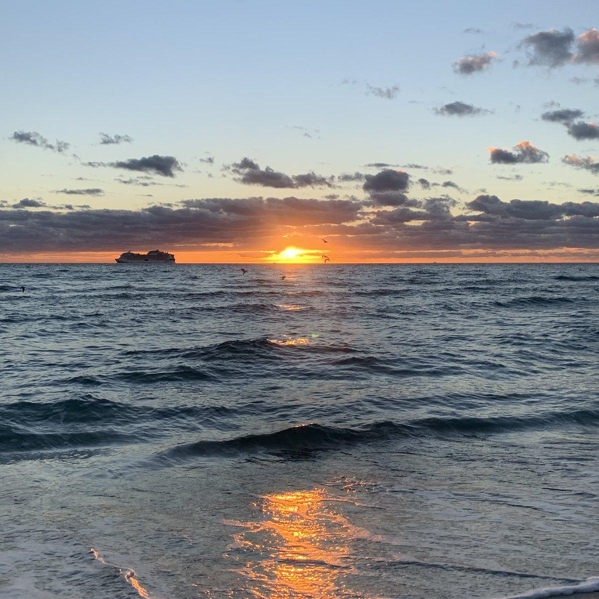 #SunriseCelebration it's a new dawn for America. #MiamiBeach 🇺🇸🙏🏻🇺🇸