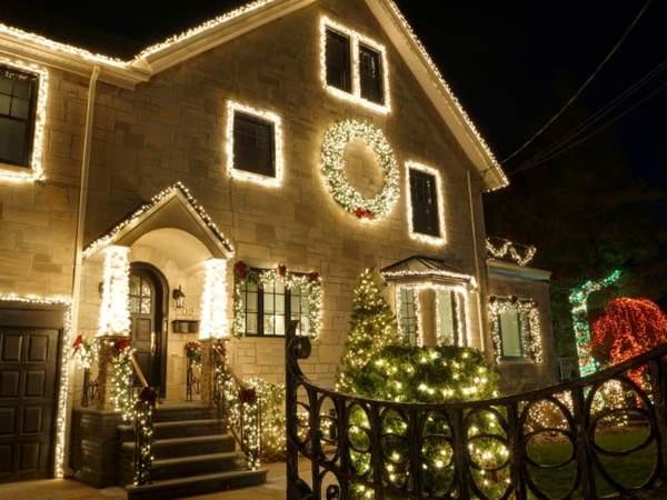 When to take down Christmas lights     #christmastime #christmas #christmastree #merrychristmas #christmasdecor #xmas #christmaslights #christmasiscoming #winter #christmasdecorations #christmasmood #santaclaus #christmasspirit #snow #natale #santa #christ