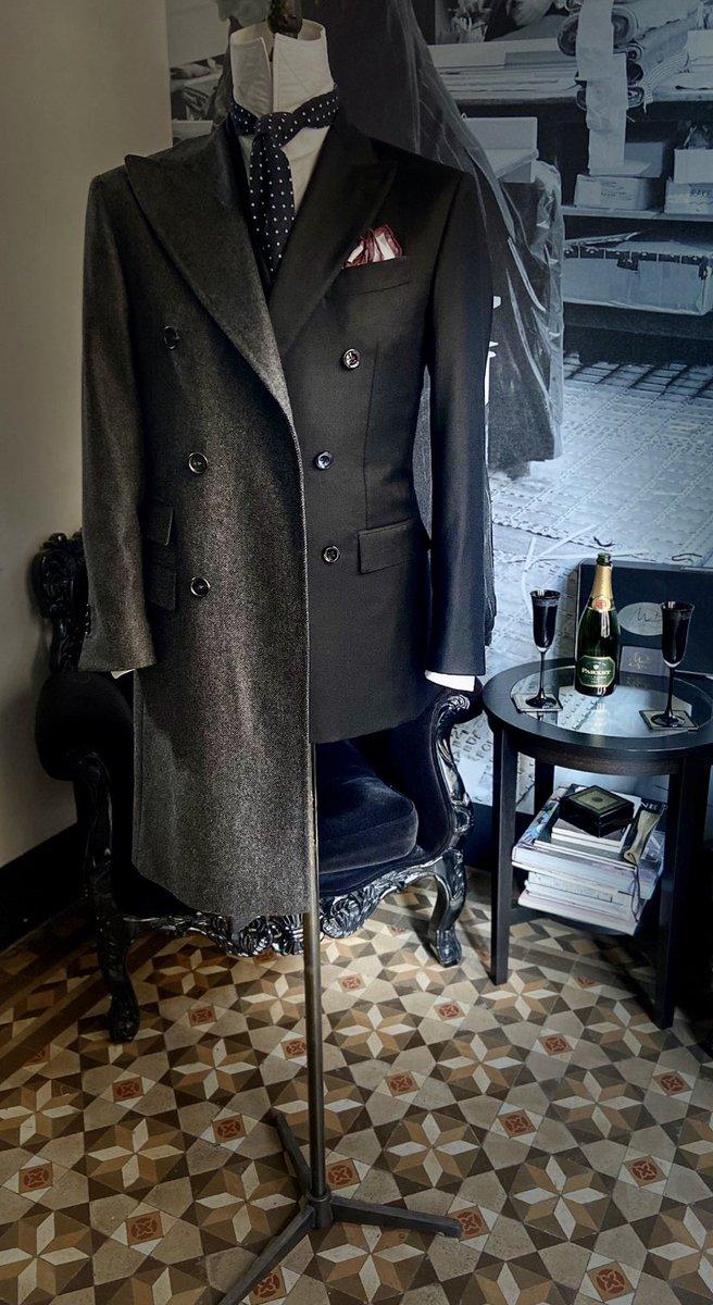 The simplicity is the soul of modern ELEGANCE 🎩@BespokeMuki #style #ELEGANTショップ #elegance #gentelman #menswear #fashion #Barcelona #bespoke