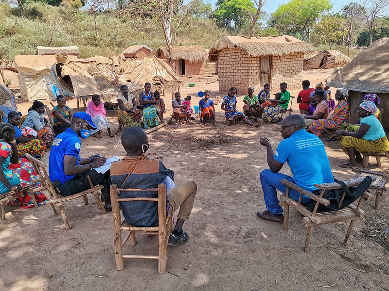#Photooftheday Obo (#CAR🇨🇫) - 20 Jan.2021: Capacity-building sessions on income-generating activities for women's associations in Motopi & the Mboki IDP site – organized by MINUSCA @UNPOL & the Civil Affairs Section. Beneficiaries were also briefed on #Covid19 prevention.
