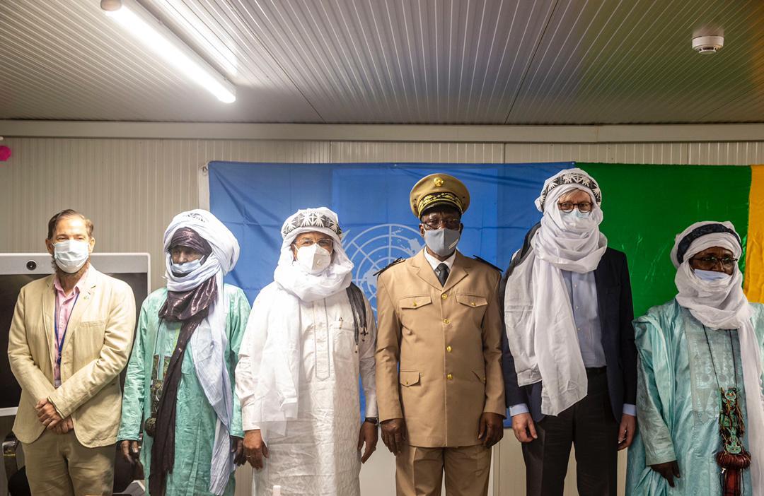 M. @Lacroix_UN a mis cette visite à profit pr rencontrer le nouveau Gouverneur de #Ménaka, le Pdt des Autorités intérimaires, le Coord. des #FAMA, les représentants des groupes armés signataires, la Pdte régionale de la #CAFO, le Président du #CRJ, le Pdt de la Société Civile…