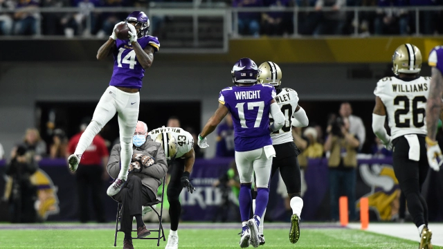 Diggs. Sideline. Touchdown.  That 12th man block technique tho...  #MinneapolisMiracle #Skol @Vikings #Vikings
