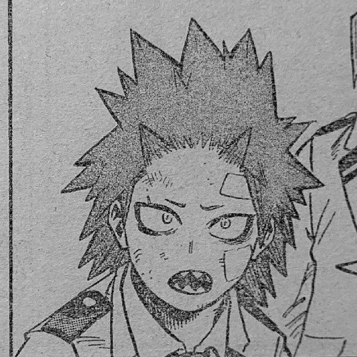 ya veo a varias personas preguntando porque kirishima no estaba con Bakugo. Probablemente Eijiro fue el primero en estar con Bakugo pero recordemos que el también se preocupa por sus demás amigos. Sus ojeras son la prueba de ello. #BNHA298