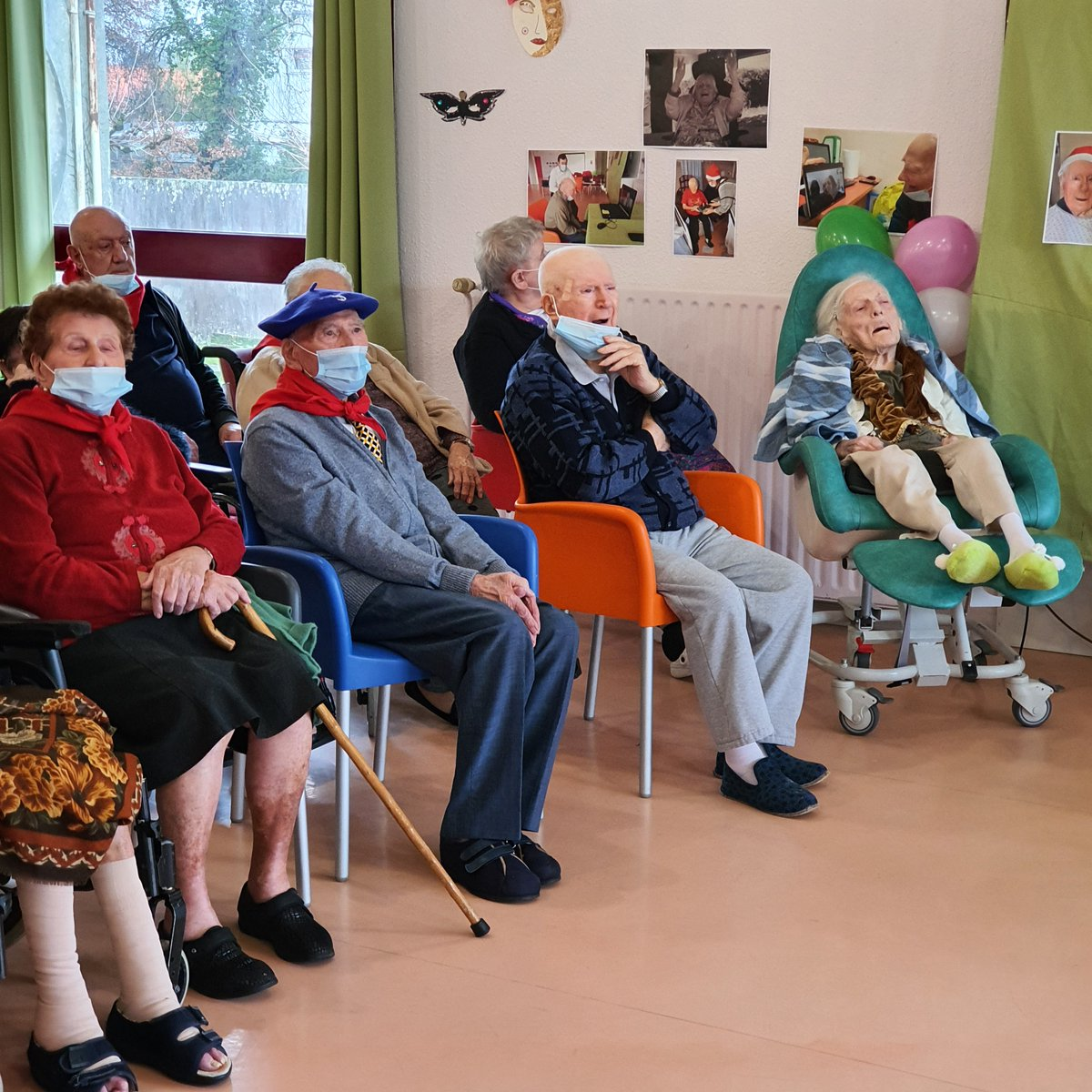 L'occasion également de souhaiter un bel anniversaire à nos trois centenaires lormontais de l'Ehpad du @CHUBordeaux : Albert, Christiane, 107 ans et Henry, 100 ans ! #centenaires #gironde #anniversaire #Lormont #EHPAD https://t.co/ArmqB6sTGB