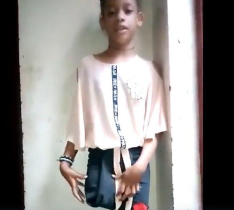 طفلة تحكي للعالم مأساتها بعد فقدها ساقها بجريمة حوثية بشعة.