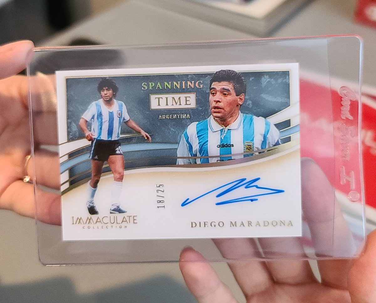 Wow my #daughter did it again, first 2020 immaculate box of the day and she got another #Maradona auto! #D10S #thehobby #diegomaradona #Argentina #soccer