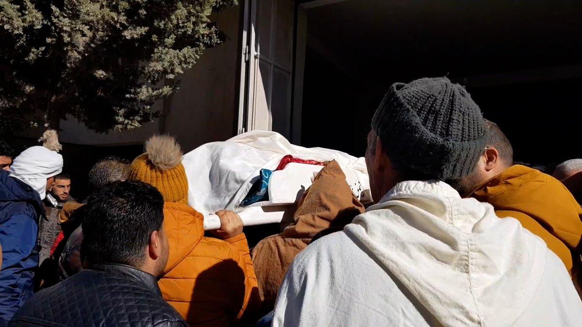 لا تزال تبعات الهجوم الارهابي في #تبسة الذي تبناه ما يسمى #تنظيم_القاعدة في المغرب الاسلامي تلقي بظلالها على قلوب الجزائريين لكل ضحية في هذا التفجير قصة ورواية.. #أخبار_الآن التقت عددًا من أقارب الضحايا لسماعها  المزيد..   #هام_أخبارالآن #أفول_القاعدة