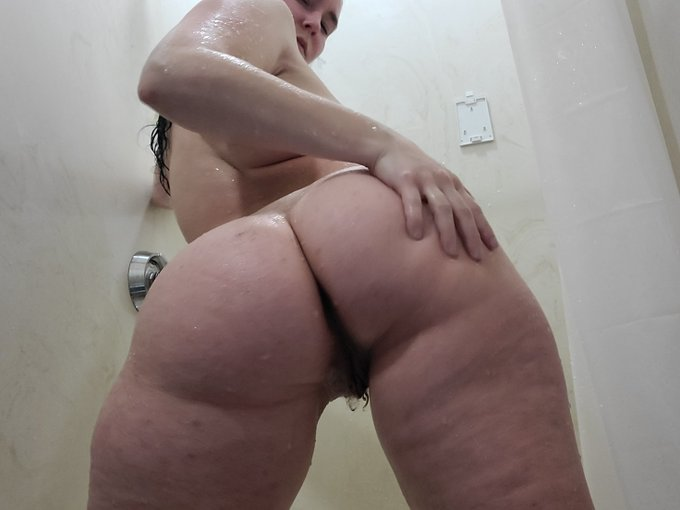 Masturbating in a public shower! Video going onto my https://t.co/CorP5s4Feq https://t.co/tVIW3wFc4b