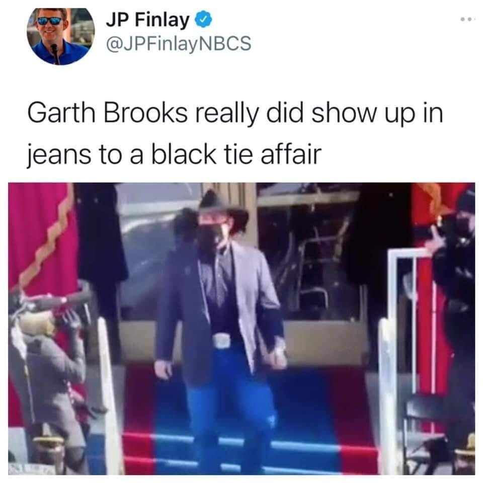 Garth Brooks (Yukon High School/Oklahoma State alum) is back before Texas Football: https://t.co/XaT27ZyV6x