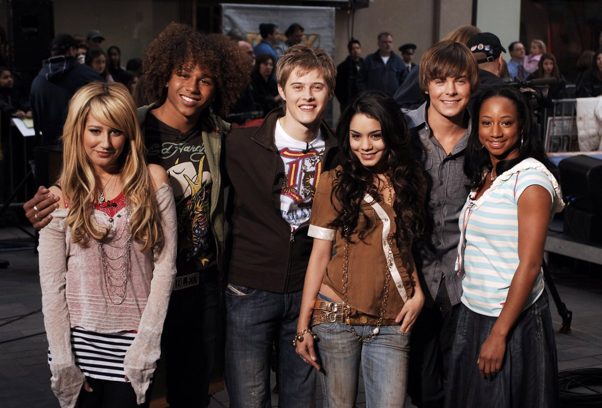 I mean, I cannot FATHOM that this photo was taken in 2006. 😢💕 #HighSchoolMusical