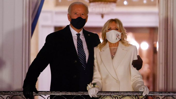 @Women4Biden All of it. Start to finish including this @WhiteHouse photo w/@POTUS @JoeBiden w/@FLOTUS @DrBiden (in suffrage white w/beautiful #wristcorsage) watching #fireworks. That #corsage says it all  #Retro #Style #fashion #flowers #trend @glamourmag @ELLEmagazine @people @voguemagazine