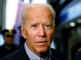 इसको देख के लगता है कि अभी ये मास्क उतारेगा और अंदर से टॉम क्रूज निकलेगा। #JoeBiden 😂😂 #sarcasm #TrumpsLastDay #USPresident #USAElections2020 #MissionImpossible #TomCruise 😂😂🙏