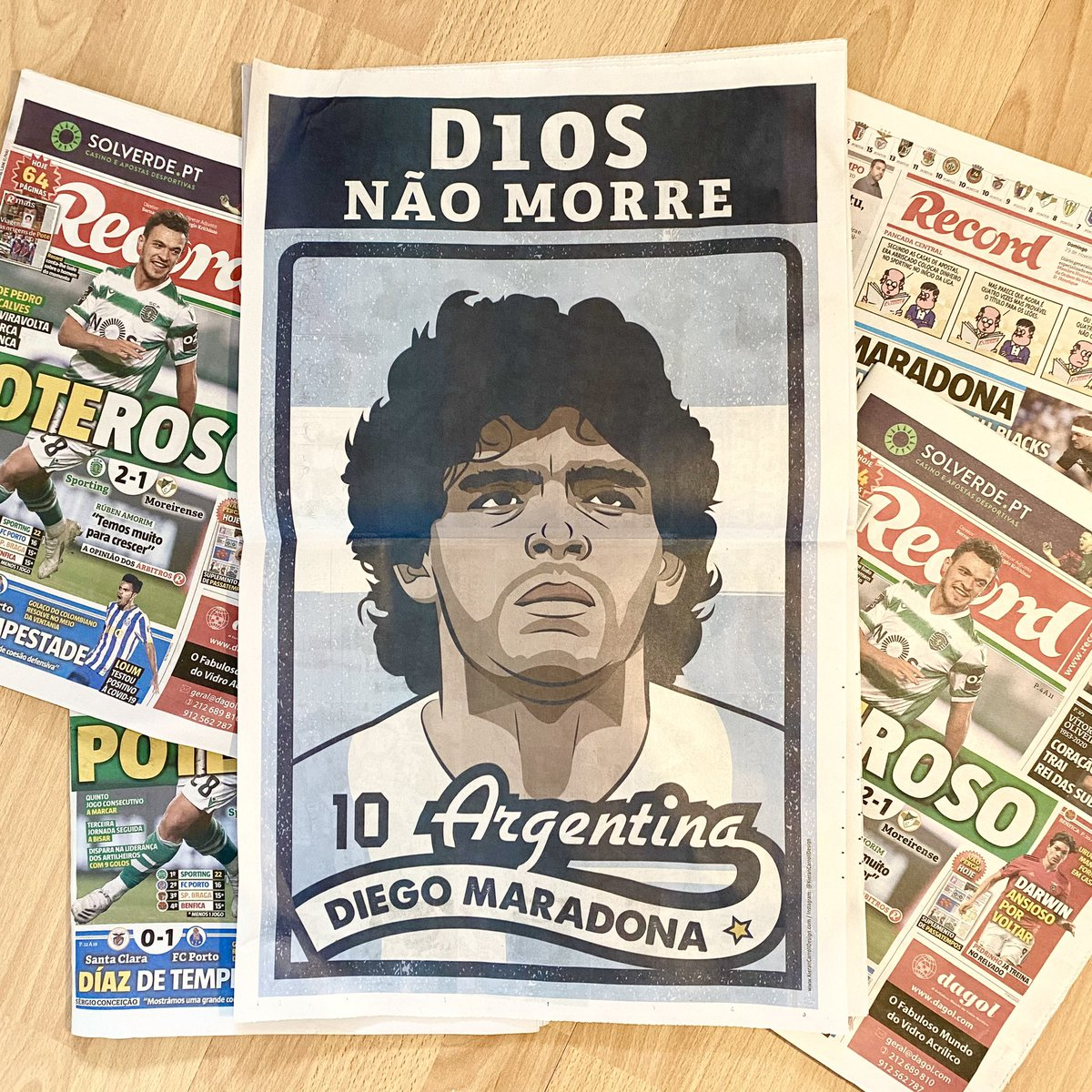 'D10S Não Morre' - God Doesn't Die 👑   Got my copies of @Record_Portugal 🗞 where my illustration was used as a double page spread covering Maradona's death back in November.   #ElDiego #DiegoMaradona #Maradona 🇦🇷 ⚽️