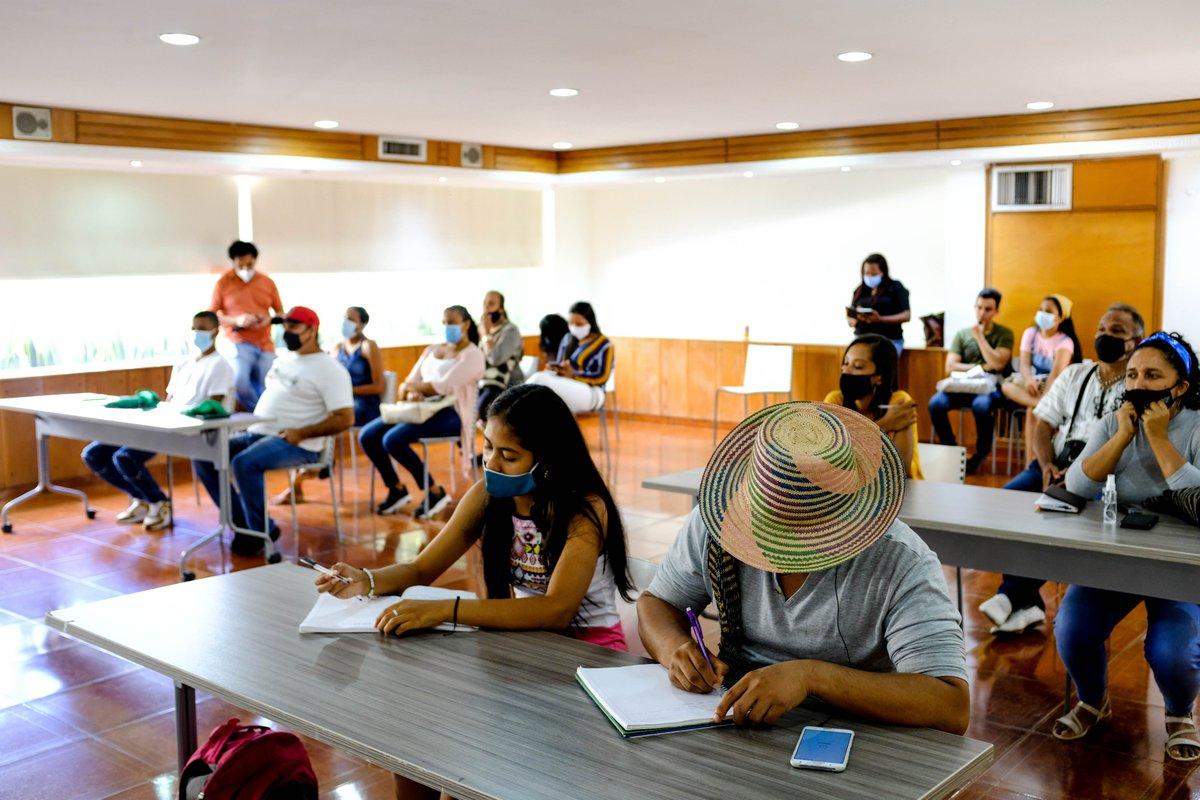 🎙️📍Simultáneamente, en zona rural de Valledupar, 25 miembros de Guacochito también tomaron el diplomado de #Consonante.  Allí adquirieron herramientas para hacer periodismo local y crearon sus propios #ExperimentosConsonante 🎙️💥  👉🏼