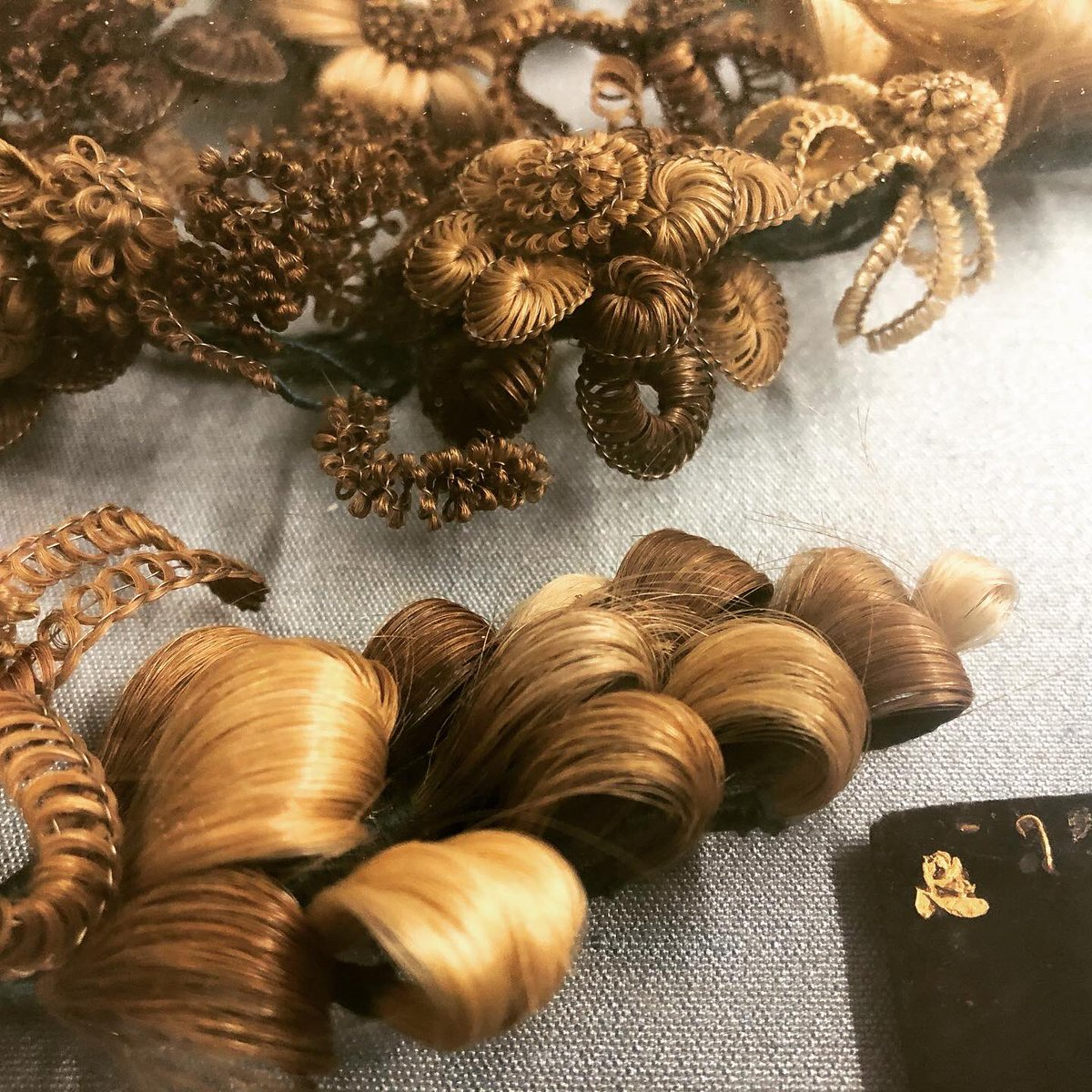 Yup. This is human hair art. 🤭 For #Victorians, this #hair was more than just art. This sort of art was used in mourning, taking hair from deceased family members and creating beautiful and intricate #art pieces to remember and honor loved ones.  #weirdhistory #strangebuttrue