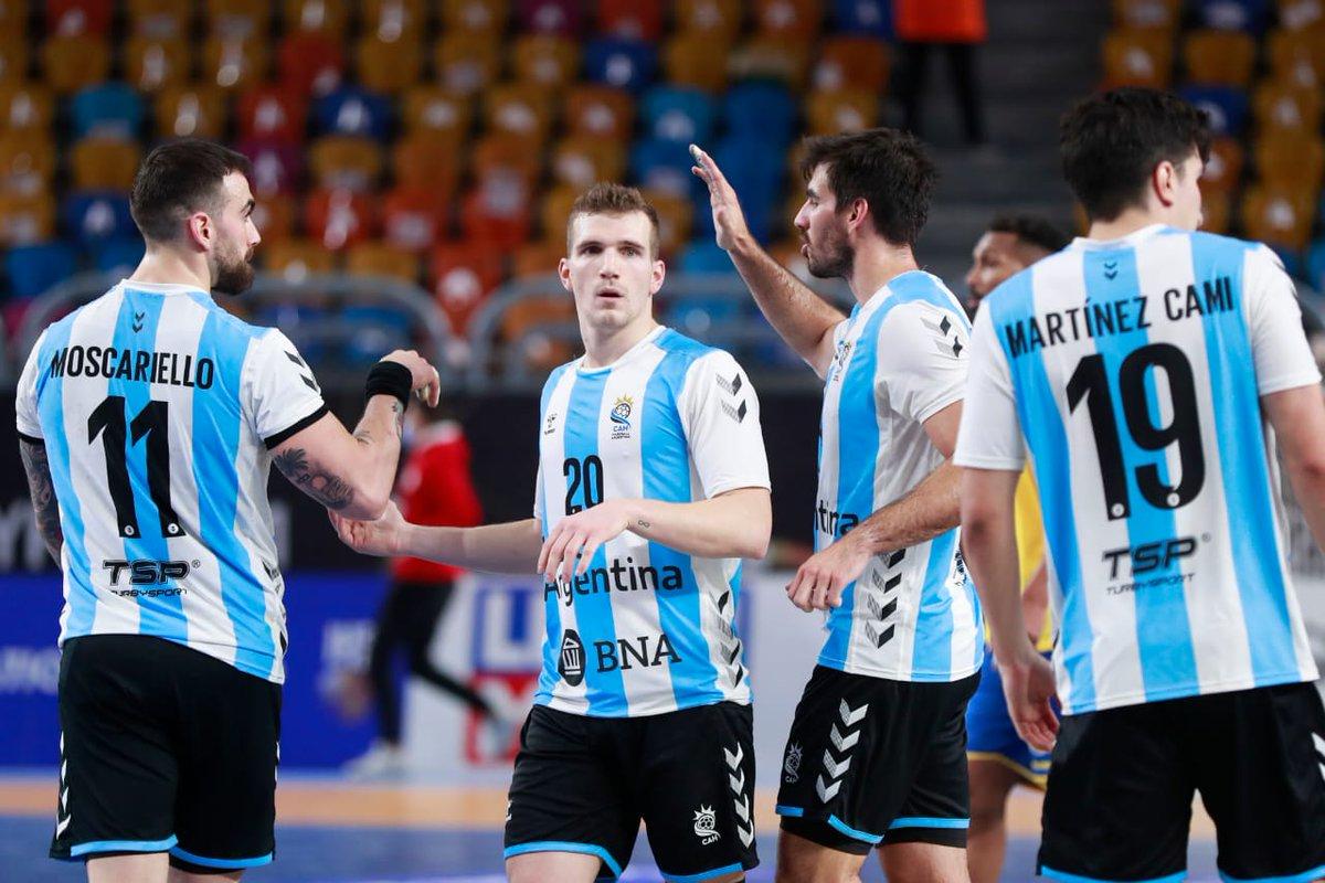 #Handball Mundial Egipto🇪🇬 2021: Victoria de @GladiadoresHB por 28 a 24 ante Japon🇯🇵, en el 1er partido del main round. Federico Pizarro fue el líder en anotaciones con 10 tantos.  El sábado 23.01 enfrentarán a Croacia🇭🇷.  PH: IHF  #losgladiadores https://t.co/Qqrh4rFT7h