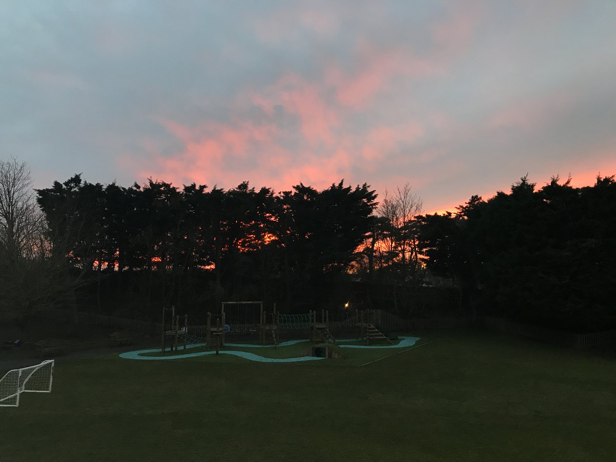 There have been some lovely sunsets and sunrises recently, this photo doesn't do it justice! #ManorPrep #sunset #nofilter