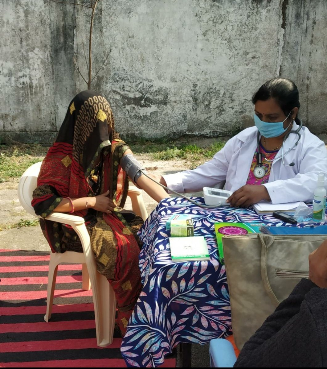Striving for a healthy community!  NCD screening conducted by the health workers of #AyushmanBharatHWC Merkhedi village, Napakhedi in Madhya Pradesh #HealthForAll @MoHFW_INDIA @usaid_india @ABHWC_MP @SaloniSidana1 @healthminmp