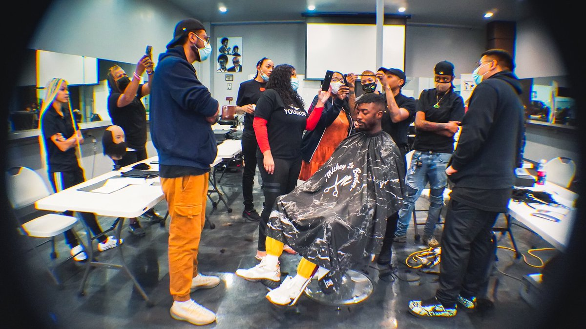 """Congrats to all the students who conquered this past weekend's """"Hair Unit Transformation Class"""" taught by: @mickeydabarber #barber #beauty #LosAngeles #studentsuccess  #hair #manweave #Atlanta"""