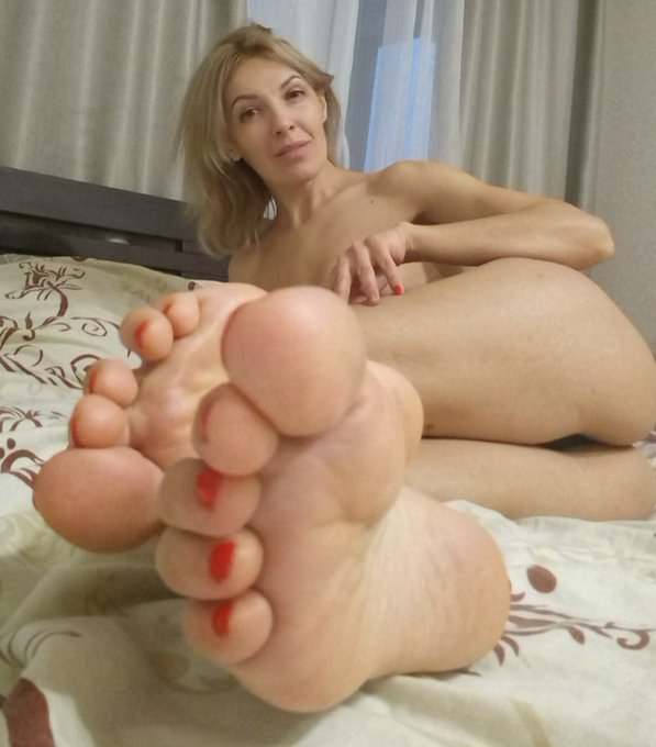 Do you want kiss my feet? 💋👣 Retweet! #toes #legs #soles #feetmodel #feetlover #footjob #toenails #barefoot