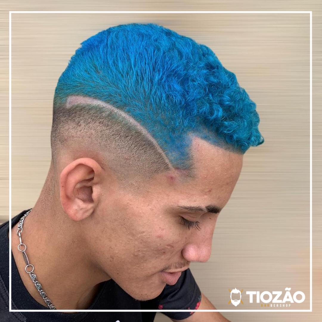 Estilo até nos detalhes 😎 @wemerson_nevees . 💈Tiozão Barbershop💈 . #barbershop #barber #barba #beard #hair #haircut #cut #cortemasculino #bigode #cabelo #gama #tiozaobarbershop #barbearia #barbudos #barbearianogama #barbellosbrasil #barberosdemlhas #dimil #barbershopconnect