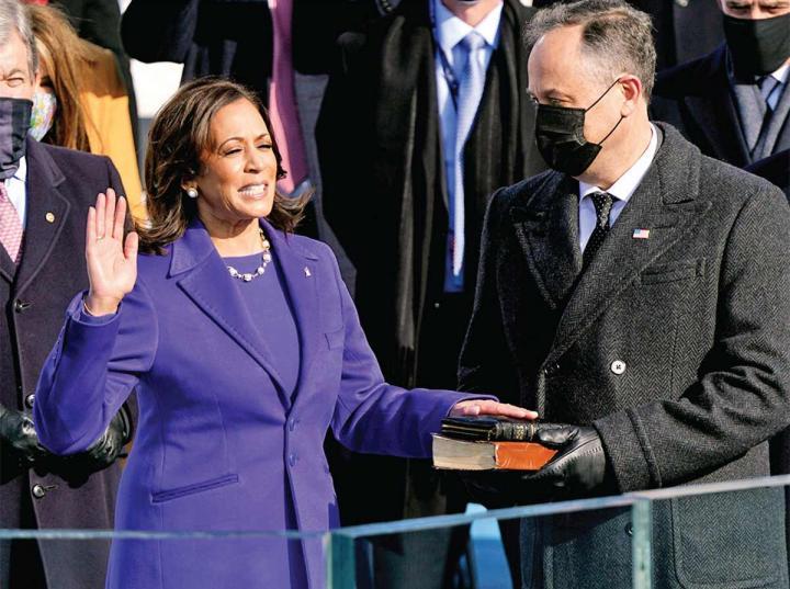 #KamalaHarris, hace historia al convertirse en la primera mujer en la vicepresidencia