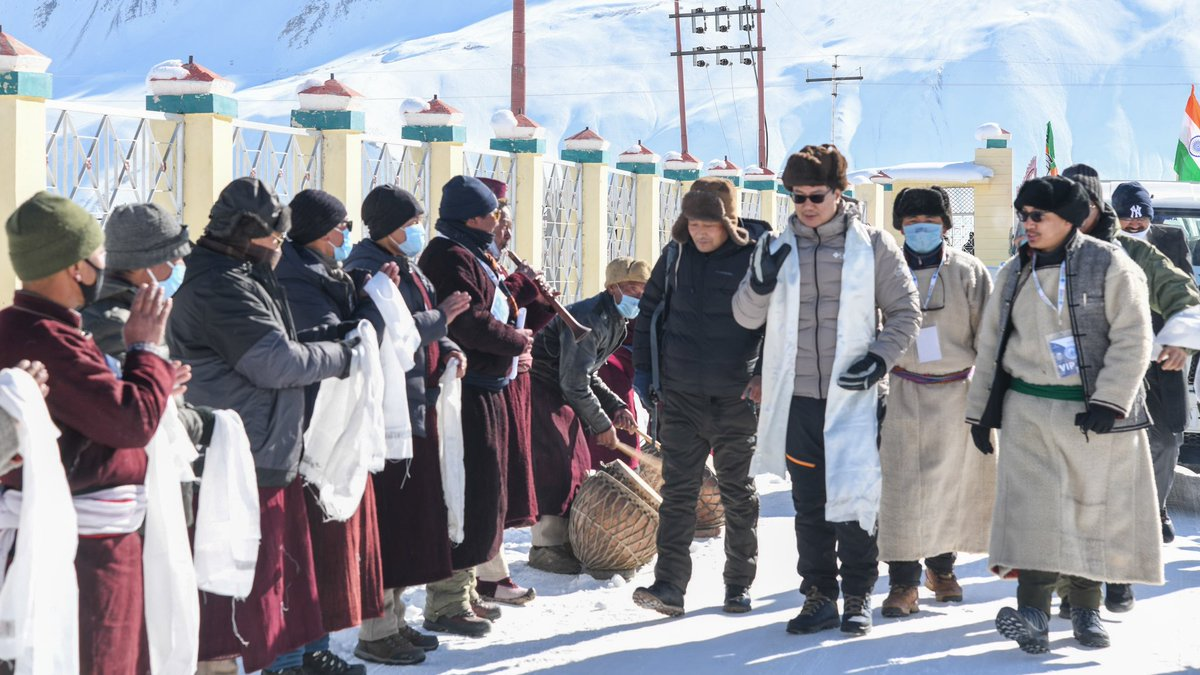 What an amazing moment at Khelo India Zanskar Winter Sports Festival. Despite the weather being extremely chilling at minus-29°C, the warmth of the Ladakhi people has lit up the atmosphere.