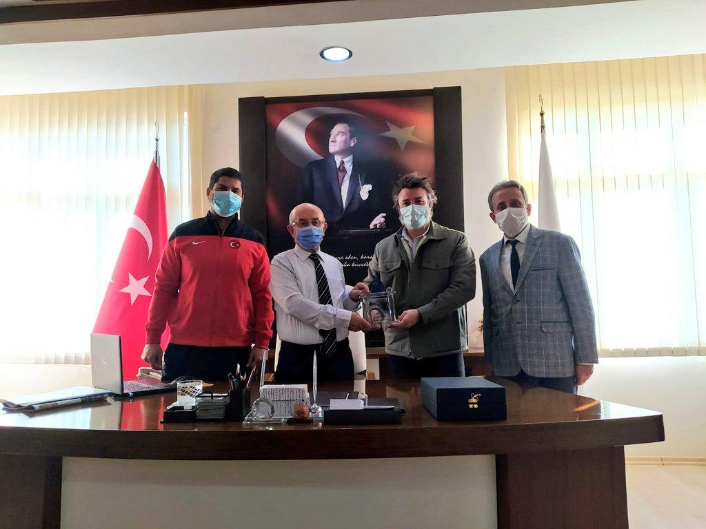 #Serik Belek' te yapılan ATP 250 #AntalyaOpen Uluslararası Tenis Turnuvası sonrası Kaymakamımız Sn. Mehmet Kurdoğlu' na Türkiye Tenis Federasyonu Yöneticileri ile teşekkür ziyaretinde bulunduk. https://t.co/957GOU3IFm