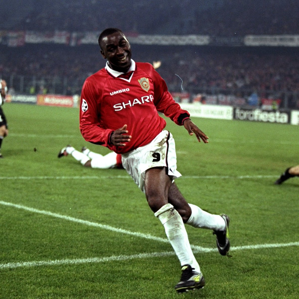 🤩 @VanCole9 bagged 121 times as a Red, but this goal might just be his most important 🤩  #MUFC #GoalOfTheDay