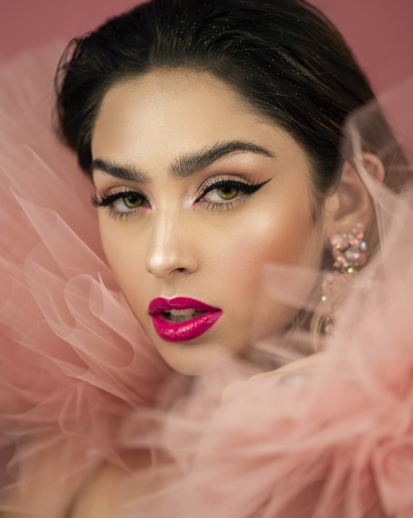 😘Love is in the air, Glam on with 🥰  #beauty #fashion #makeupartist #love #hair #mua #influencer #makeuptutorial #style #wedding #hudabeauty #makeuplover #lipstik    #makeupaddict #girl #instamakeup #eyeshadow #lashes #dress #art  #cosmetics