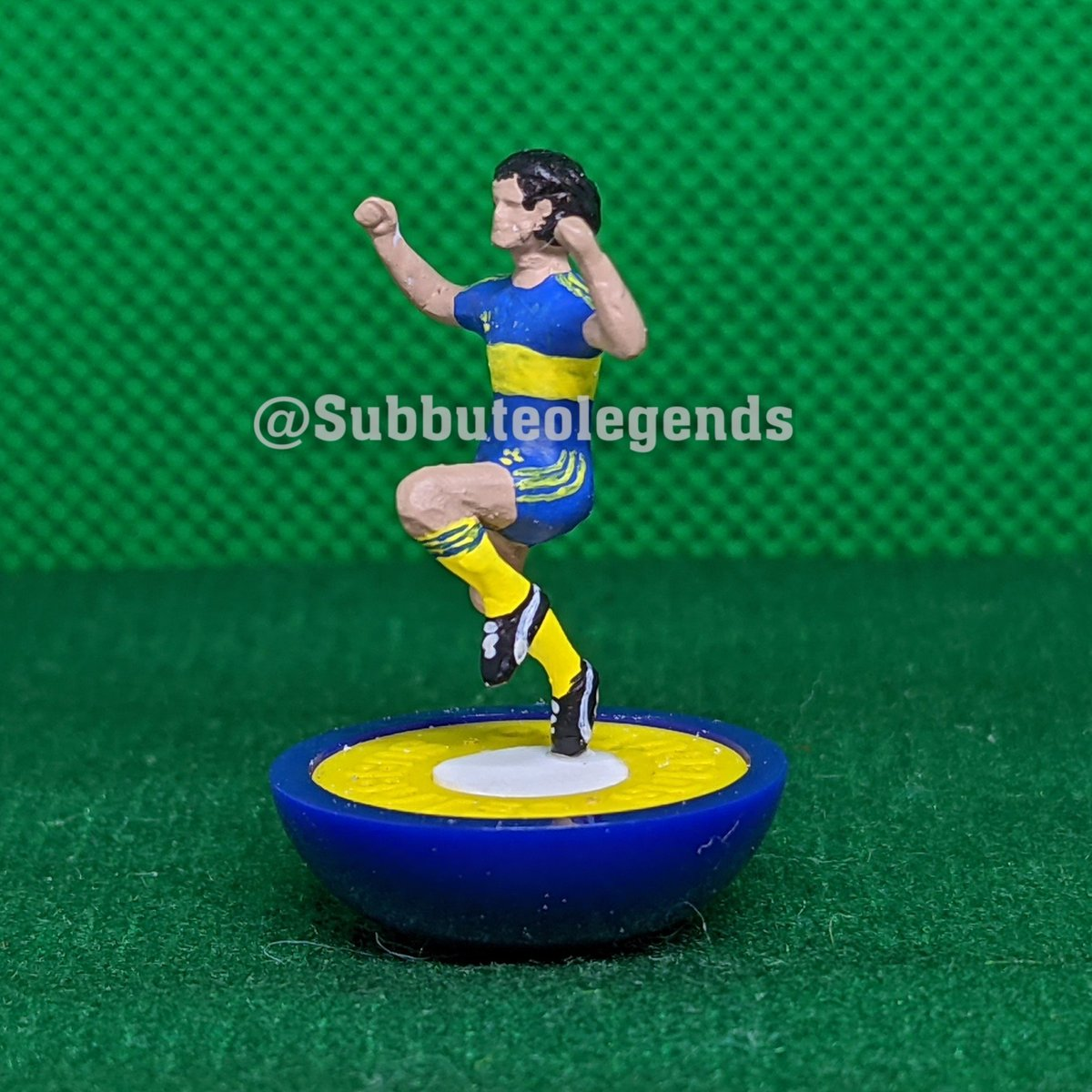 Player: Diego Maradona Team: Boca Juniors Moment: Maradona had two spells with his beloved Boca and won the league title once 1981 Subbuteo recreation. #Subbuteo #Subbuteolegends  #subbuteoart #handmade #hobby #handpainted #football #soccer  #BocaJuniors #DiegoMaradona #Maradona