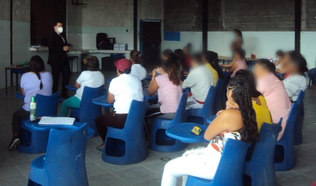 #SNAI_Zona4 Privadas de libertad del #CPLSantoDomingo N°2 recibieron un tallerpor el