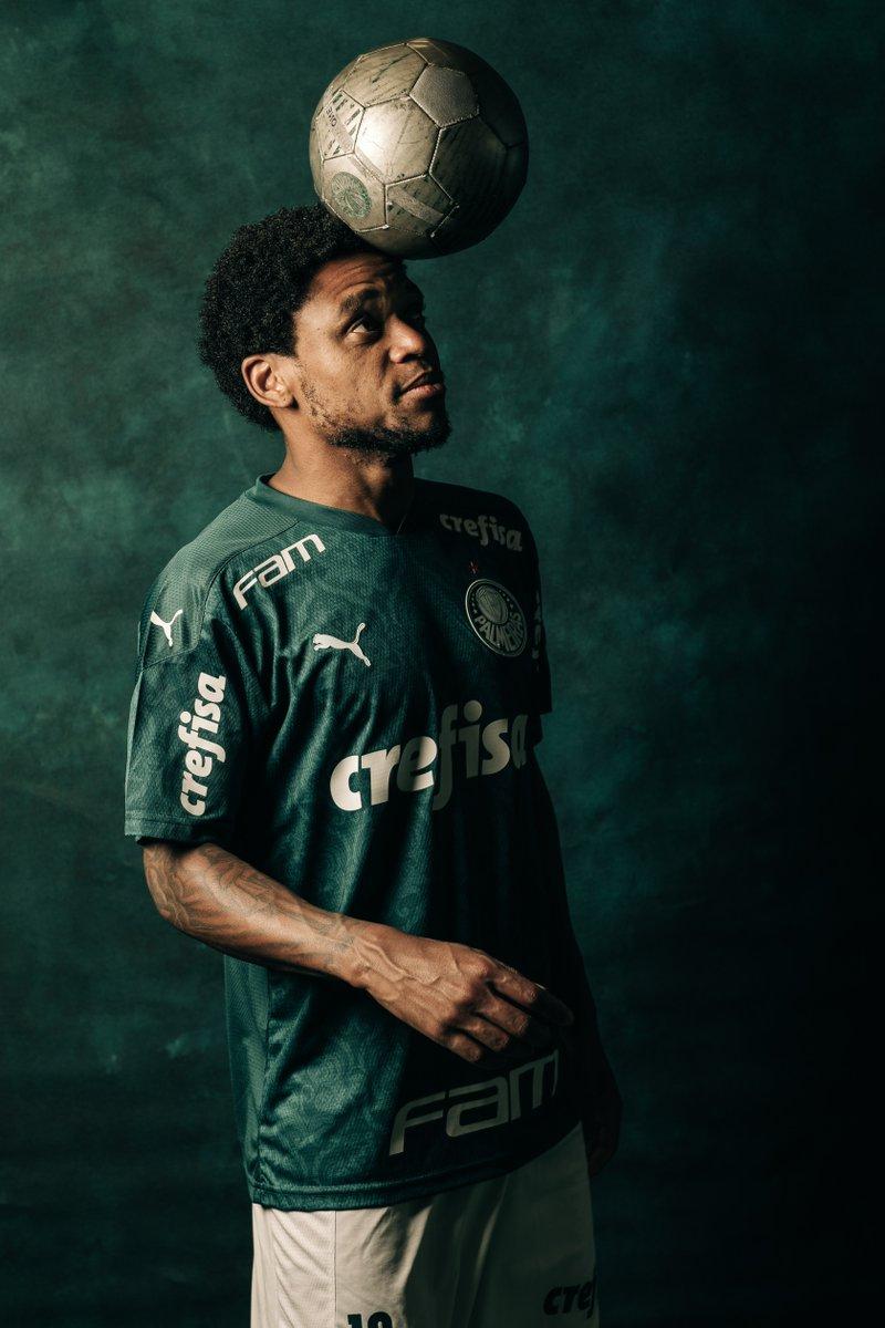 ⚽️🇳🇬 ¡El dueño de la pelota! Luiz Adriano es el máximo anotador de @Palmeiras en la temporada, con 2⃣0⃣ goles. Sus números en la CONMEBOL #Libertadores:  ✅5⃣ goles ✅6⃣ partidos ✅1⃣1⃣ remates  🔜🏆 Faltan 9⃣ días para la #FinalDeOtroMundo: por la @GloriaEterna en el @maracana.