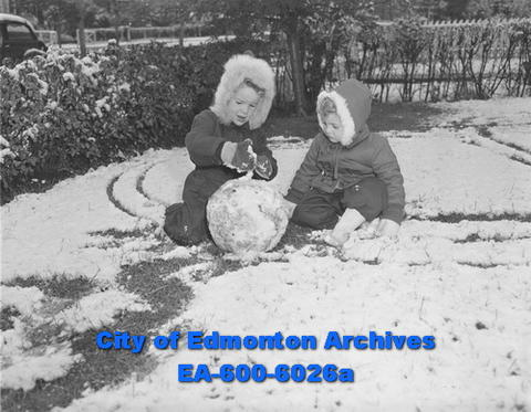 Little Edmontonians making a snowman back in the winter of 1950. Now we're inviting folks to get outdoors and celebrate with your most creative use of 100 in your yard or home for our centennial birthday on January 23.  #ThrowbackThursday #Throwback #YegHeritage