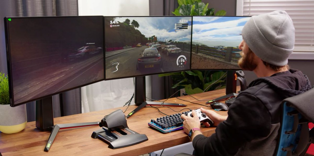 Triple 4K monitor support for #DIRT5 is eeeevvvery bit as impressive as you'd expect. Just ask @LinusTech 💽   See it in action |