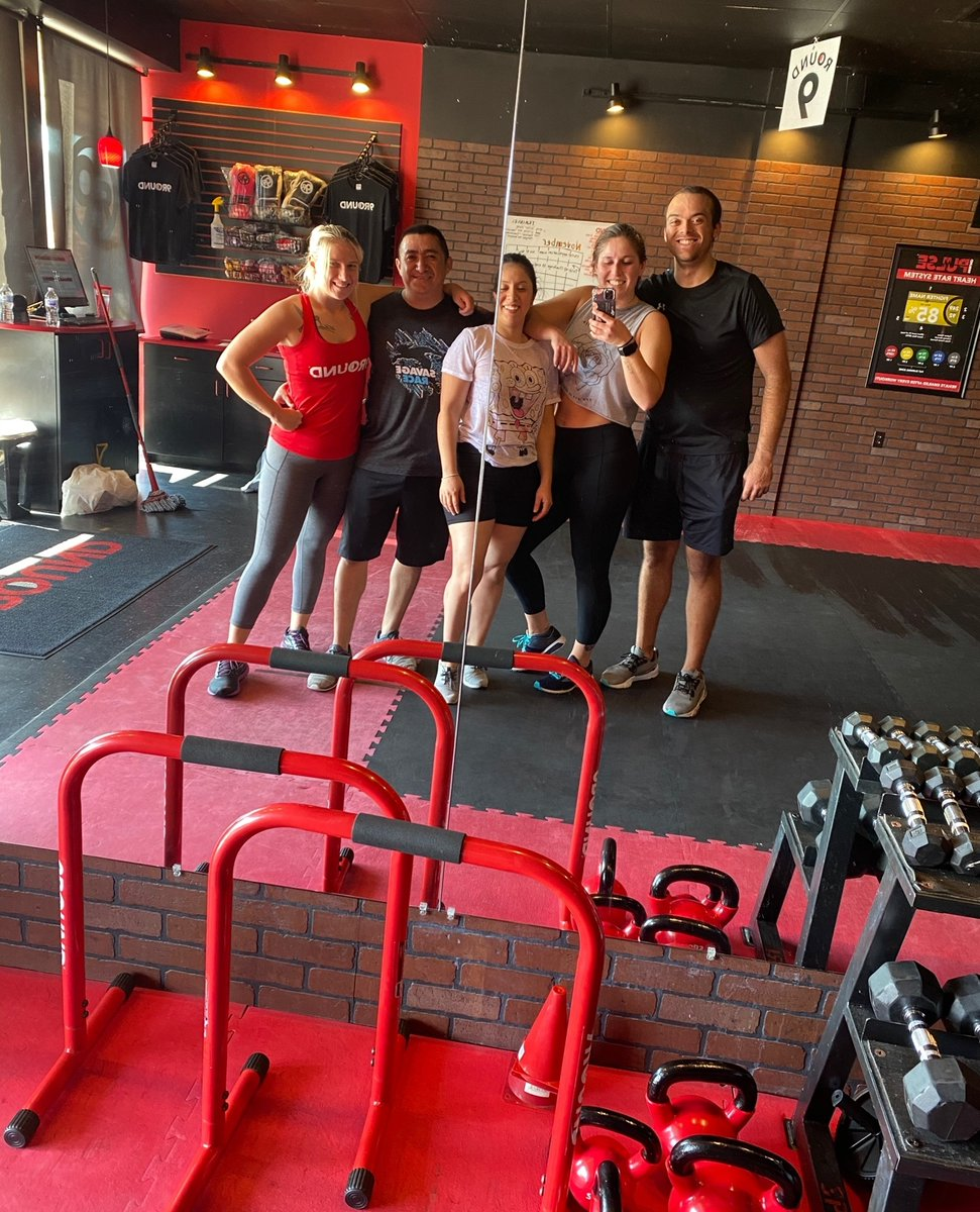 #ThrowbackThursday to group photos! At least we can still do *socially distanced* group workouts! #Ilovemygymcrew  #9RoundNation #9RoundFitness #FitFam #FitLife #Kickboxing #StrongerIn30