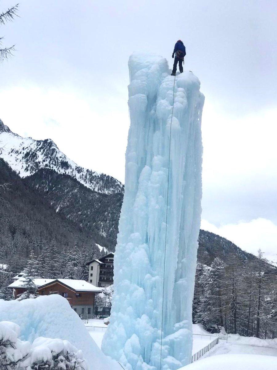 #SORTIR Escalader une cascade de glace? Vous éclater en patins? Plonger dans les entrailles d'un #glacier? Découvrez nos suggestions pour vous offrir des plaisirs glacés 🏔️  ➡️ https://t.co/04YXuTxWNi @valaiswallis #Zinal #Champex #Valais #Suisse https://t.co/cH0k38ZgzC