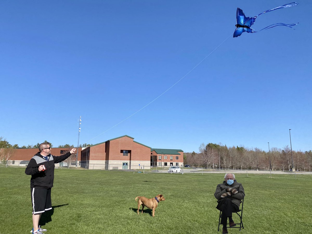 #ThrowbackThursday to when Me and Dad flew kites with Uncle #BernieSanders #berniesmittens #bernie