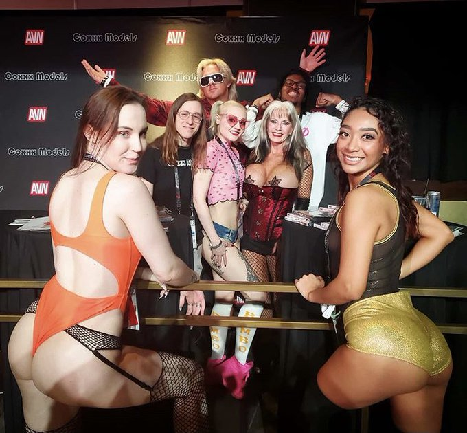 3 pic. Take me back to AVN 2020 where everything was Litttyyy during the pre Covid days. You already