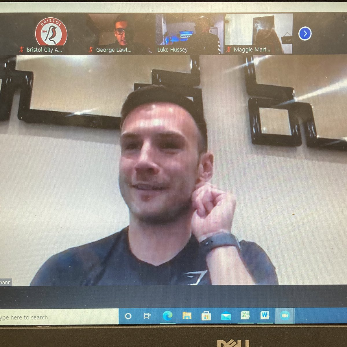 A record-equally night on Zoom as 110 of our players logged in to hear @andiweimann give us an amazing insight into the ups and downs of a professional football career 👌🏼⚽️  All to play for next week with our third guest... can he reach 111 listeners 👀?  #BristolCity https://t.co/Gr5jhGt2H8