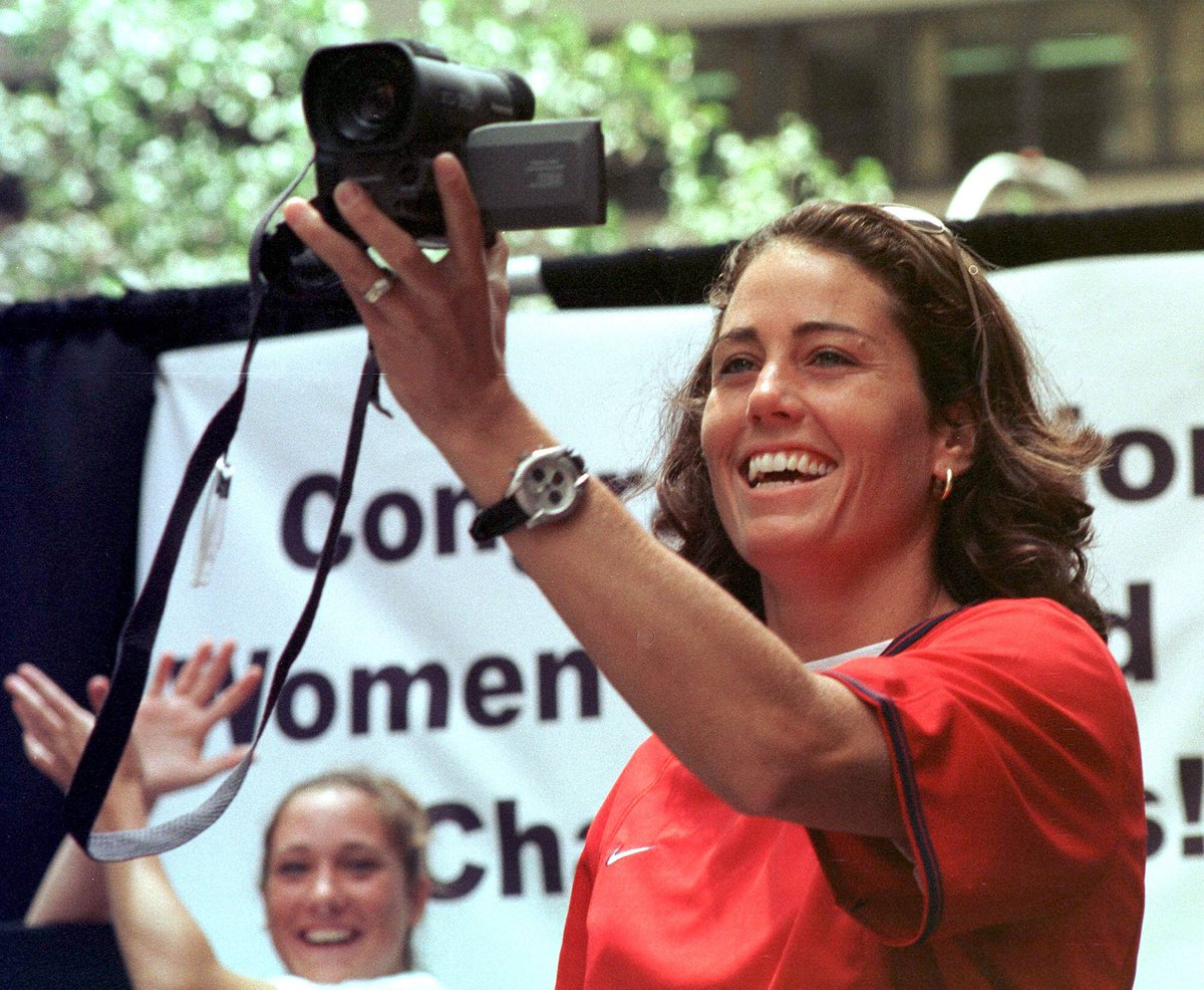 "🥳👏 Happy 50th birthday to two-time #FIFAWWC winner and gold medallist and ""official"" @USWNT videographer, @JulieFoudy! 🇺🇸📹"