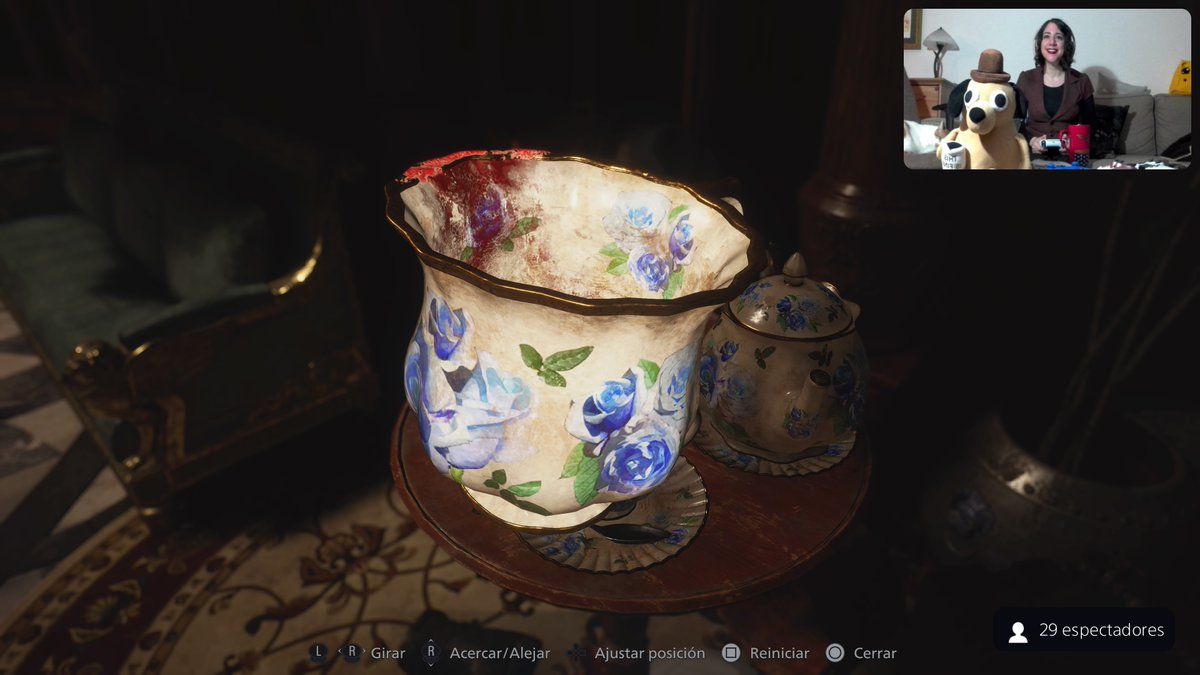 Imágenes exclusivas de mi taza de té con marca de mi labial #ResidentEvilVillage #PS5Share, #MAIDEN
