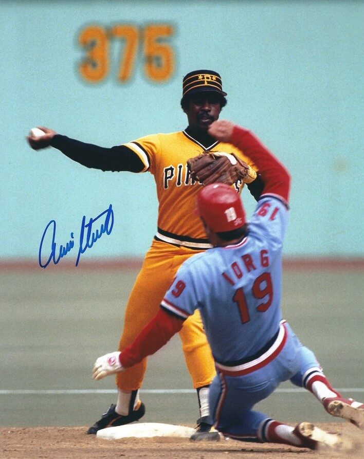 1979 was such a colorful year in @MLB. Here, Rennie Stennett and Dane Iorg come together wearing uniforms that match the outfield wall, and are in perfect contrast to the green #Astroturf. @Pirates @Cardinals #PowderBlue #Yellow.