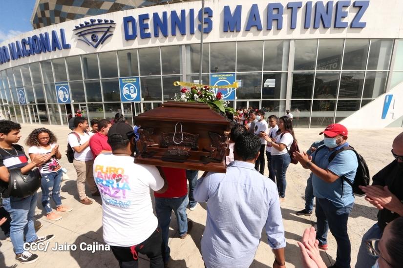 "#Nicaragua   El cronista deportivo Xavier Araquistáin, quien era conocido popularmente como ""El Chele Araquistáin"", falleció este martes 19 de enero, en un hospital capitalino.  https://t.co/7WzM2kVZeo https://t.co/QwlJ7FI0uc"
